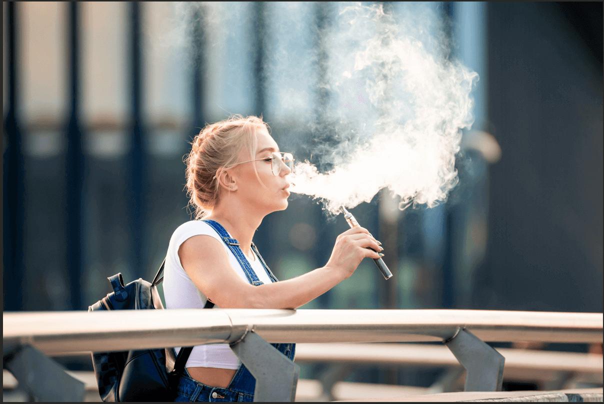 E-papieros czy papieros – co jest zdrowsze i mniej szkodzi?