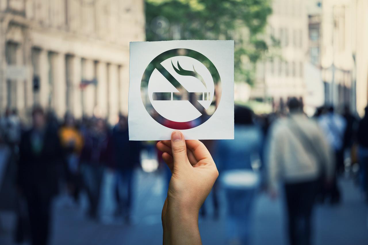 Mandat a palenie papierosów – gdzie i kiedy możemy zostać ukarani?