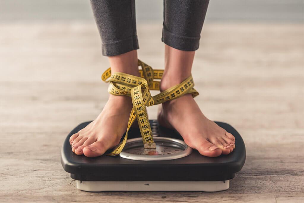 stopy na wadze związane centymetrem